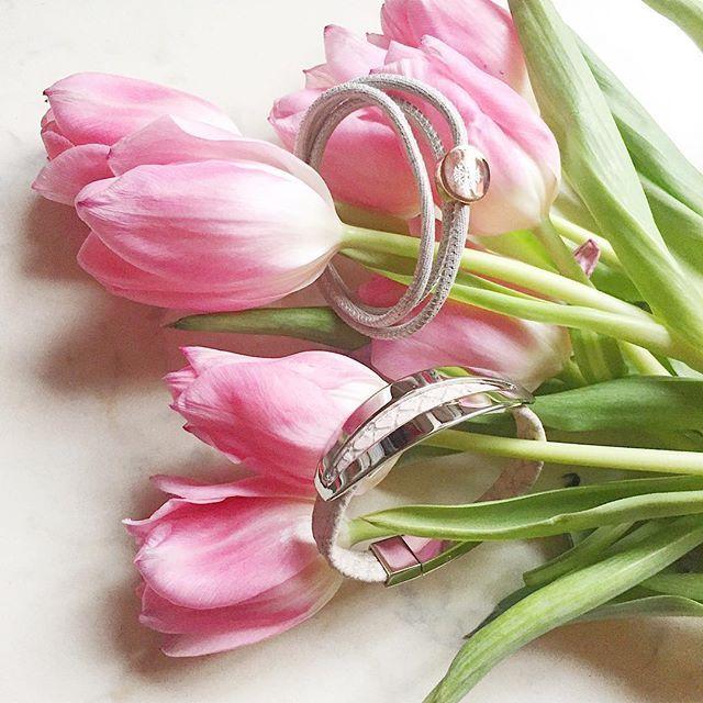 Happy Wonen's Day! What do you prefer? Flowers or jewelry?  Boldog nőnapot! Mit kedveltek jobban a virágot vagy az ékszereket?  #womensday2017 #happy #women #lucky #me #flowers #jewelry #qudo #bracelet #qudocollection #instagood #instadaily #instastyle #instamood #blogger #divatblogger #mik #ikozosseg #instahun #nature #tulips #girly