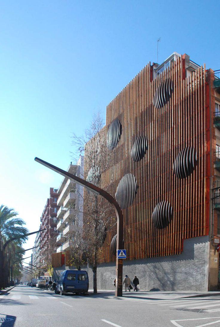 THE REFURBISHMENT OF URBAN WALL ARCHITECTURE DESIGN