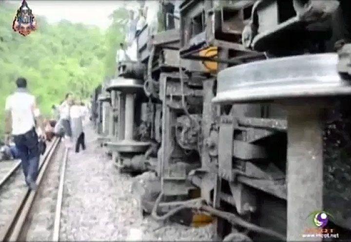Tenminste dertig passagiers (waaronder veel toeristen) in de nachttrein naar Chiang Mai zijn woensdagochtend gewond geraakt toen de trein ontspoorde en kantelde. Eén van hen is er ernstig aan toe.