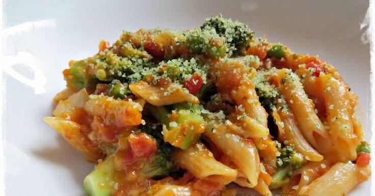 70 g Parmesan, in Stücken 1 Handvoll Basilikum-Blätter oder 1 EL getrocknet  1 Möhre, in Stücken 1  Schalotte 1  Knoblauchzehe 20...
