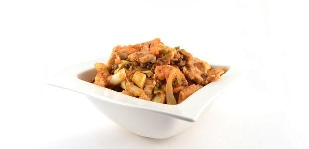 Het Thaise kipcurry met bloemkool en linzen recept Thaise kipcurry met bloemkool en linzen Deze Thaise kipcurry met bloemkool en linzen is een simpel, snel en gezond recept. Super pittig, dus let op. Wees voorzichtig met de hoeveelheid curry paste. Deze Thaise rode curry met bloemkool en linzen zet je in vuur en vlam. Niet alleen qua