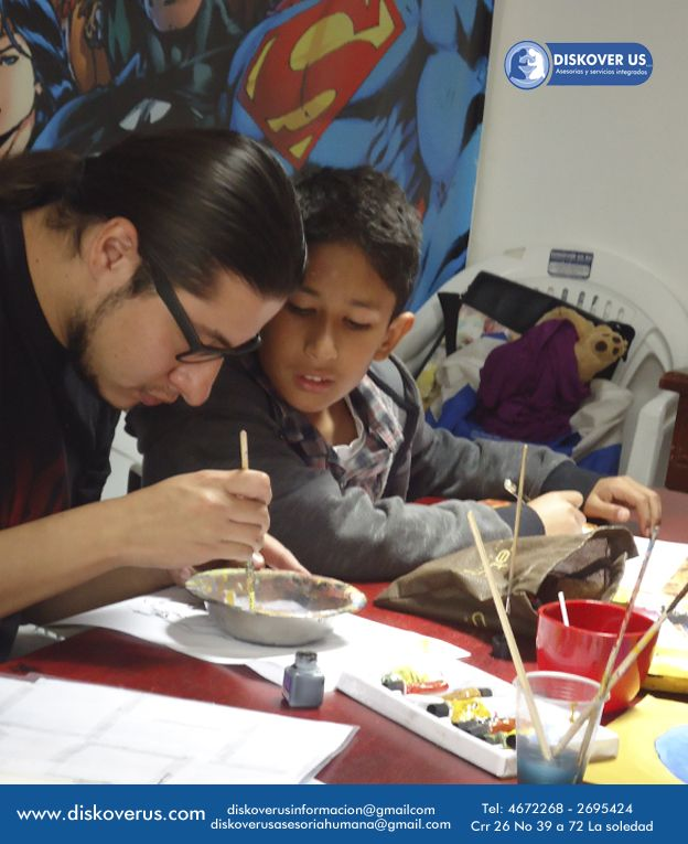 Miguel enseñando en sus clase de cartoon