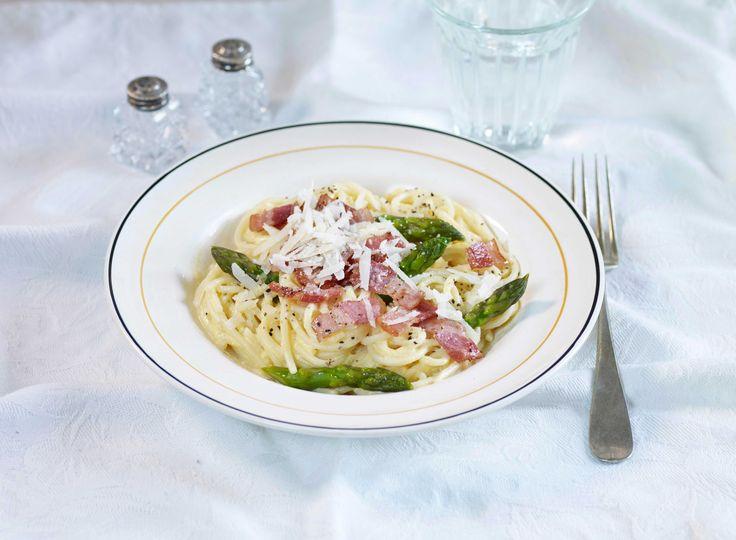 Spagetti carbonara er en enkel og smaksrik pastarett fra Italia. Med revet parmesan, egg og fløte får du den beste pastasausen av dem alle.