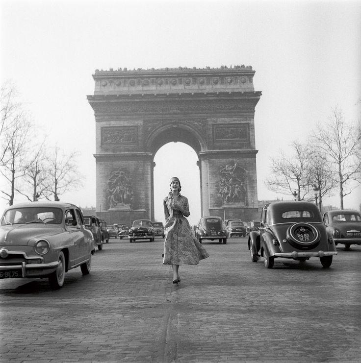 Givenchy aux Champs Elysées - Paris 1953