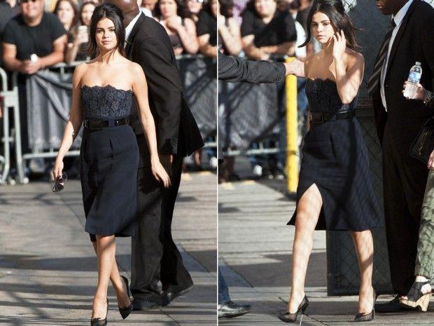 """Selena Gomez im sexy blauen Chanel-Bustier-Kleid, Pumps von Tom Ford und toupiertem Pferdeschwanz bei der """"Jimmy Kimmel Show"""". http://red-carpet.de/fashion-beauty/selena-gomez-sexy-chanel-kleid-bei-jimmy-kimmel-201438371"""
