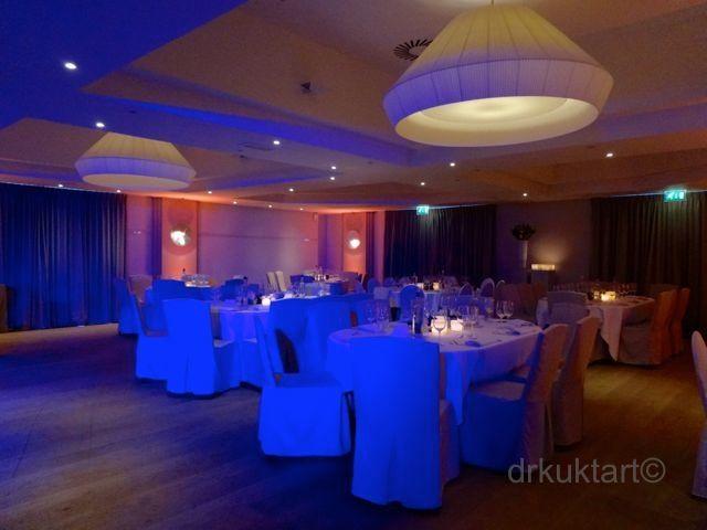 Love the lights!  http://drkuktart.blog.hu/2014/06/30/belga_alomeskuvo_belgian_dream_wedding