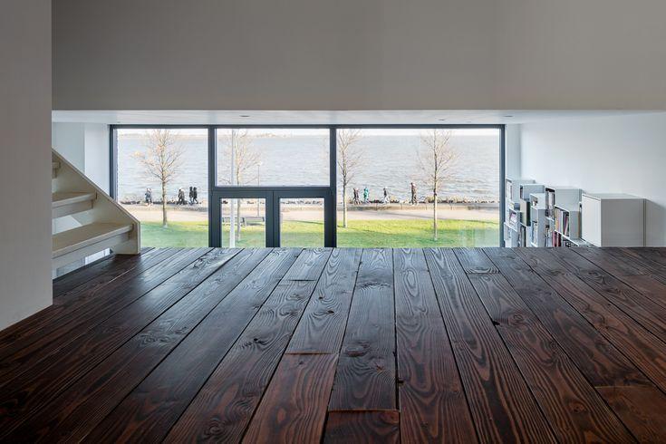 Nieuwbouwwoning op IJburg Amsterdam. Ontworpen door USE architects. Doorkijk over het IJmeer. A home with a view.