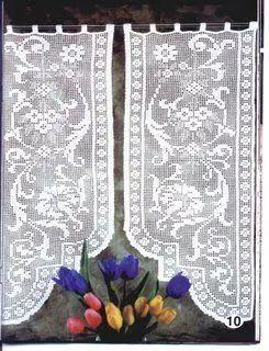 Photo: Again, yeah, a curtain, but also suits as a runner. Use your imagination. De novo, uma cortina, mas que serve também para caminho de mesa. Use a imaginação.