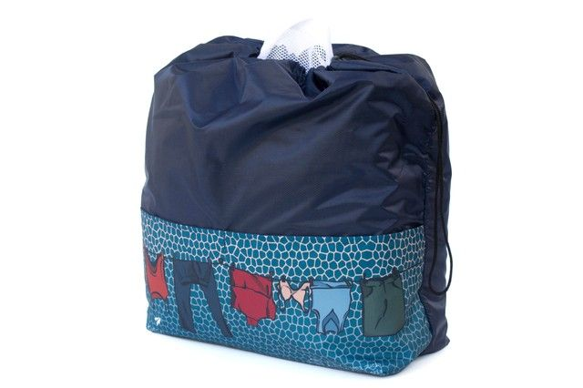 Organizador impermeble de ropa para mochilas y valijas. Separa la ropa limpiade la suciay la proteje del resto del equipaje.