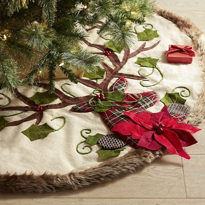 The pretty, plaid deer on our faux fur-trimmed tree skirt puts the perfect finishing touch on your woodland-inspired holiday decor. Complete with a poinsettia and leaf design, it has all the classic elements of traditional Christmas style with a uniquely modern appeal.