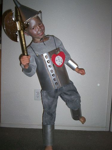 tin man costume #tinman #wizardofoz #tinmancostume great way to make joints articulate by only making wrist and shin bracers intead of full arm and leg tubes! #costumedesign