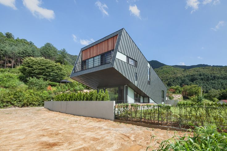 PRAUD elevates zinc-clad leaning house over korean countryside
