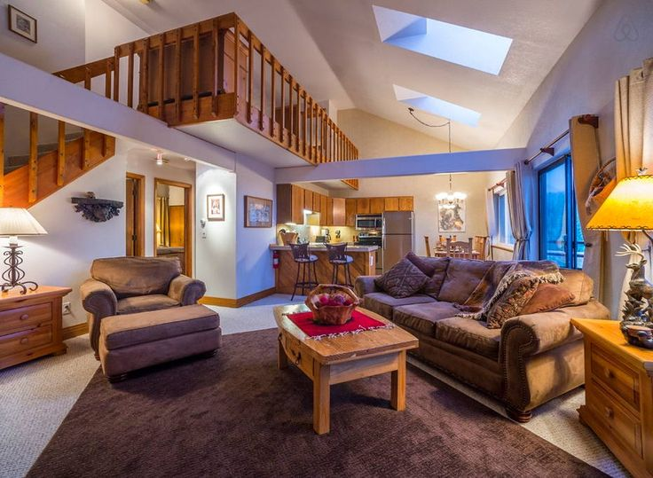 SILVERTHORNE, CO near FRISCO CO Your perfect vacation home near premier skiing!  Ideal location - Quiet and secluded high up in Wildernest. 10- 45 minutes to all the popular ski areas: Copper Mt., Breckenridge, Keystone, A-Basin, Loveland, Beaver Creek, Vail. 2 bedroom plus loft...