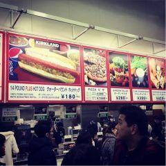 先日久しぶりに入間市にあるコストコ入間店へ爆買いに行ってきました(_) 多い人が大きなカートを押しながら突き進むこと1時間カートの大渋滞で普段より時間がかかりましたね(д)  やっぱりコストコにきたらコレですよねホットドッグ飲み物とセットで250円安い  コストコ行ったらホットドッグ食べるのは欠かせないですよヽ()ノtags[埼玉県]