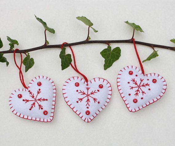 En feutrine coeur qu'ornements de Noël coeurs par PuffinPatchwork