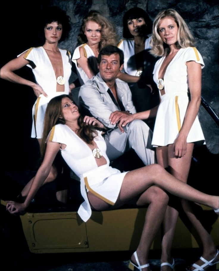 Roger Moore and Bond Women (Moonraker - 1979)