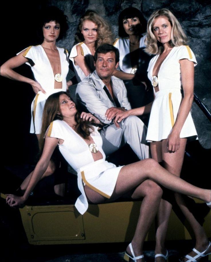 Roger Moore and Bond Women (Moonraker - 1979)