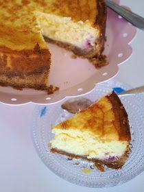 Viime viikonloppuna leivottiin varmasti monessa kodissa kakkuja. Niin meilläkin, mutta perinteisemmistä juhlakakuista poiketen mieli ...