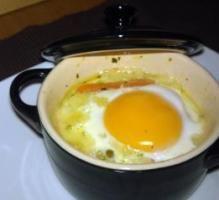 Recette - L'oeuf cocotte au comté et petit pois carottes - Notée 4.5/5 par les internautes