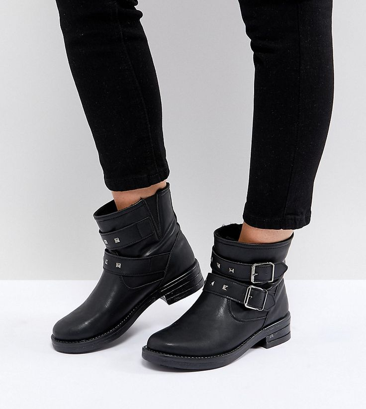 ASOS - ACCENT - Weite Biker-Ankle-Boots mit Nieten - Schwarz Jetzt bestellen unter: https://mode.ladendirekt.de/damen/schuhe/stiefeletten/ankleboots/?uid=e92bb5f2-7690-5020-8dec-e797ed673879&utm_source=pinterest&utm_medium=pin&utm_campaign=boards #stiefeletten #stiefel #ankleboots #schuhe #female Bild Quelle: asos.de