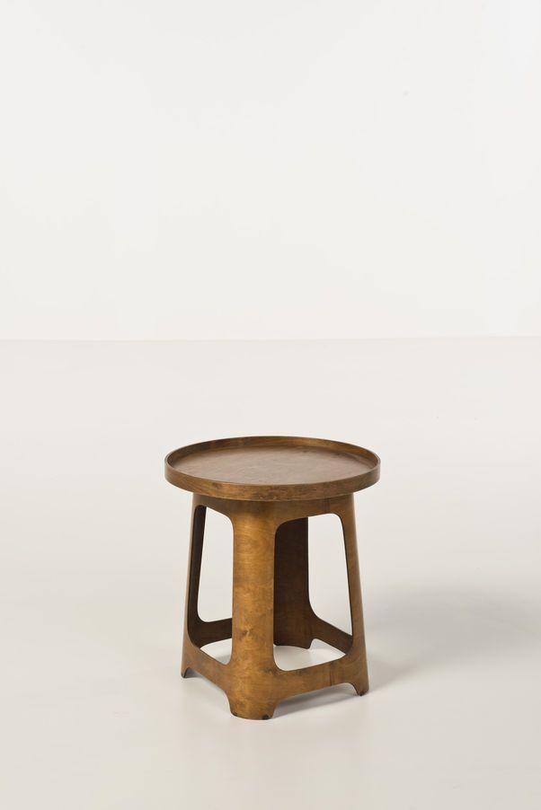 Marcel Breuer (1902-1981) Tabouret avec plateau Contreplaqué thermoformé Édition Isokon Date de création : 1933 Avec plateau : H 48 × Ø 44 cm Sans plateau : H 45 × l 33 × P 33 cm