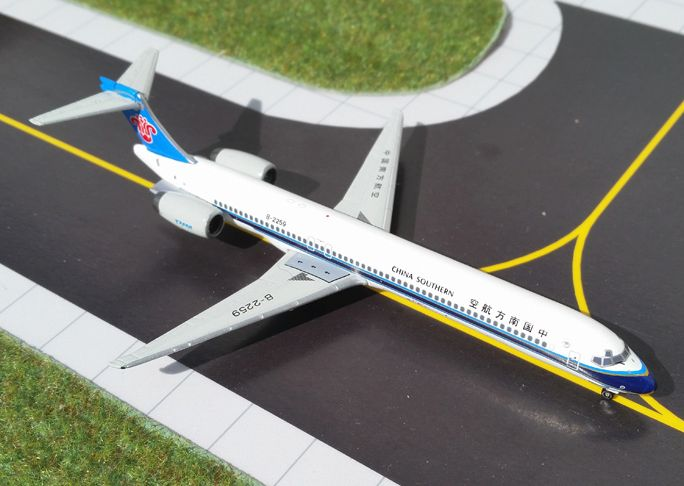 1/400 GeminiJets China Southern Airlines McDonnell Douglas MD-90