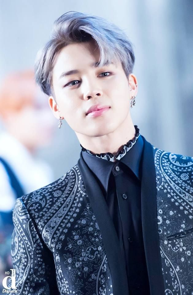 Oh sweet lord Jesus, why Jimin, just why do you treat me like this. You are just too beautiful for words  (like this outfit and hair is just everything man)