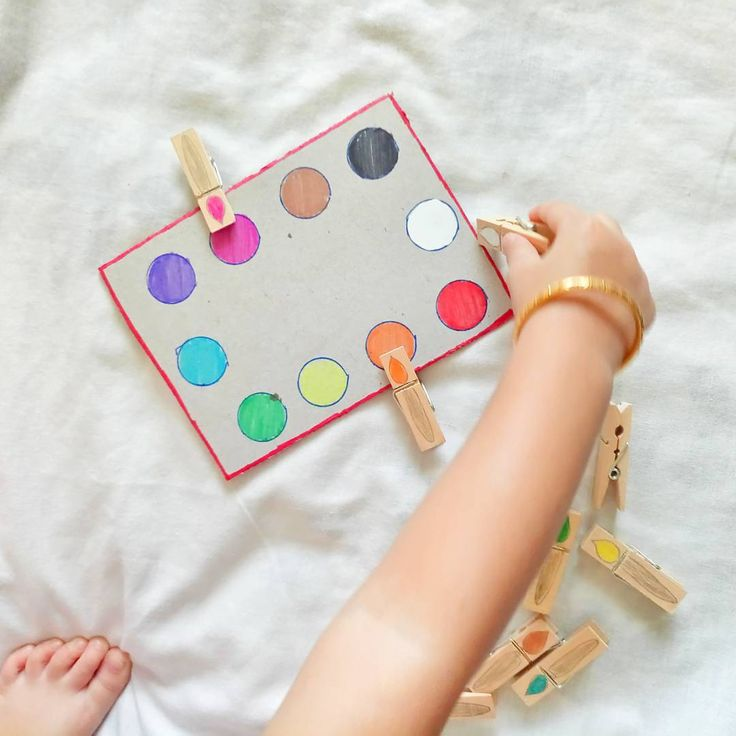 DIY toddler activity for learning colours and developing fine motor skills.