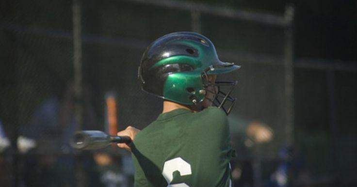 Manera correcta de sostener un bate de béisbol. Cuando un jugador de béisbol entra en la caja de bateo y se prepara para golpear la bola, el tiempo dedicado a practicar y perfeccionar su técnica se verá recompensado cuando la pelota pegue sólidamente en el campo. Una parte fundamental de golpear una pelota de béisbol se trata de cómo sostener el bate de béisbol. Cuando un jugador sabe la forma ...