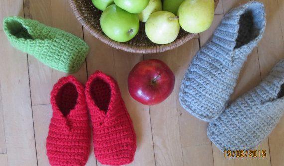 Frikvarter er en DANSK hækleopskrift på en nem sko til både børn og voksne fra str. 23 - 41. Den bliver hæklet frem og tilbage og opskriften er