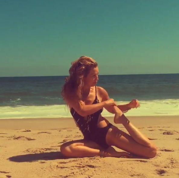 Hrdinka z telenoviel ukázala ploché bruško a štíhle nohy: Môže takto vyzerať 44-ročná mama dvoch detí?! | Casprezeny.sk