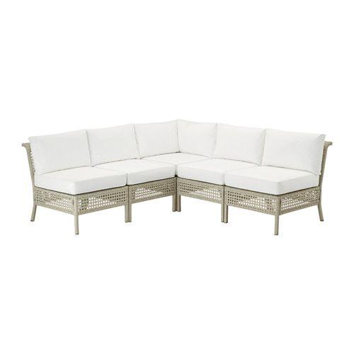 IKEA - KUNGSHOLMEN / KUNGSÖ, Hjørnesofa 3+2, utendørs, lys grå/hvit, , Ved å kombinere ulike sitteseksjoner, kan du bygge en sofa i en form og størrelse som passer perfekt til uteplassen din.Seteputa gir god komfort, takket være fyllet av tykk høyelastiske polyeter.Fyllet holder seg beskyttet mot fukt, siden trekket har et vanntett fôr.Trekket er enkelt å holde rent og friskt, siden du kan ta det av og vaske det i maskin.Puten varer lenger siden den kan vendes og brukes på begge sider.Du…