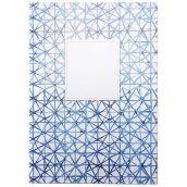 Weg met de saaie schriften! Schrijf al jouw aantekeningen en notities op in schrift Visgraat van Dreamkey! Hip en trendy indigo blauw ontwerp.