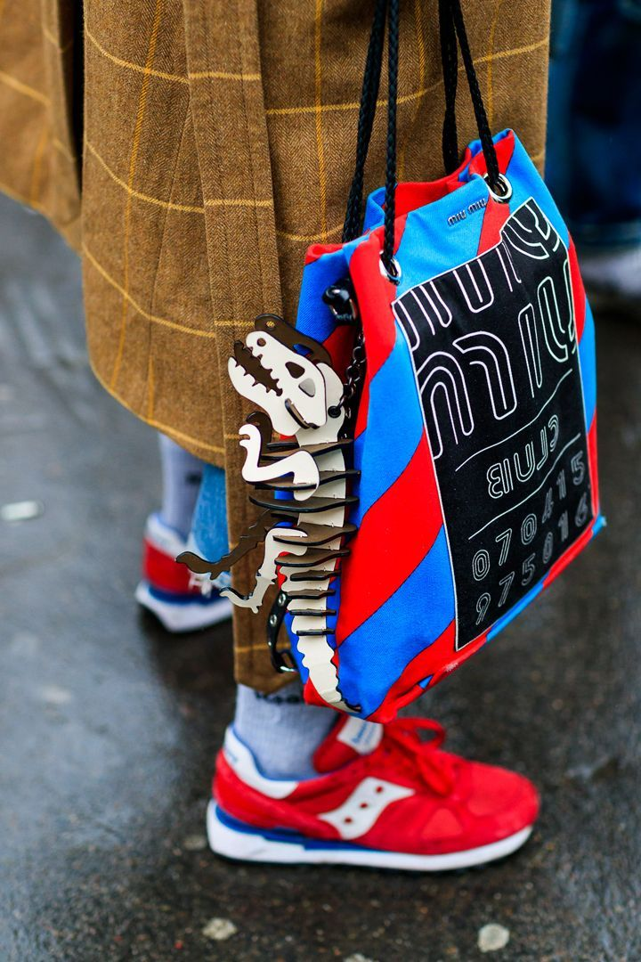 Street Style París Fashion Week 2017   http://stylelovely.com/galeria/street-style-paris-fashion-week-2017/ #StreetStyles