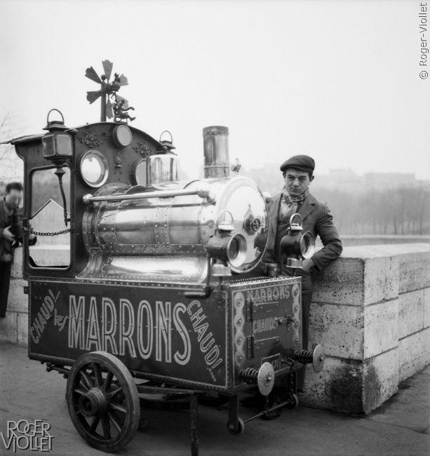 Marchands de marrons chauds. Paris, 1942.