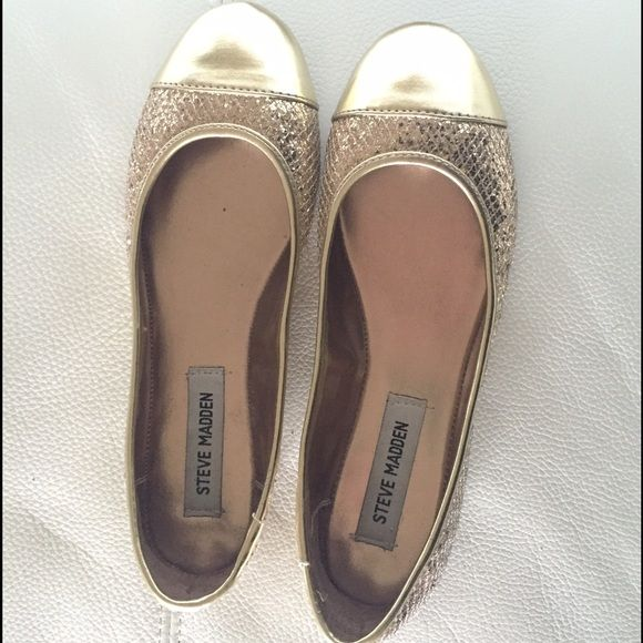 Steve Madden gold flats Very cute Steve Madden gold flats. They have a sparkly quilted pattern around the entire shoe except for the tip of the shoe which has a more satin material. Almost brand new. Steve Madden Shoes Flats & Loafers