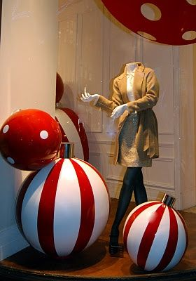 This christmas, I'll be making these big ornaments using beach balls and spray paint :)
