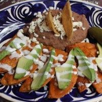 Enchiladas Potosinas This is the best way to eat enchiladas potosinas with avocado, sour cream on top and fried beans, yomi!!