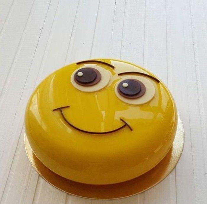 glaçage miroir sur un smiley jaune