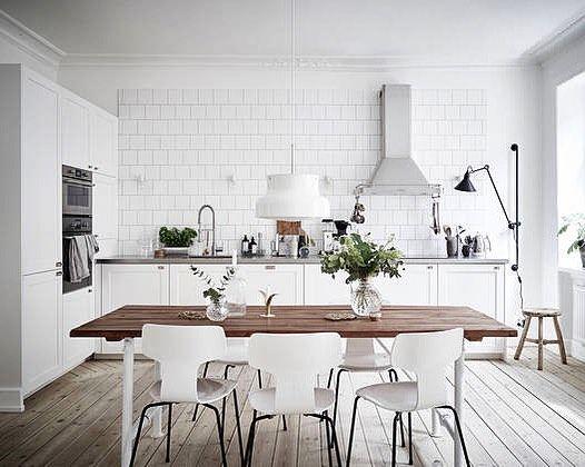 Elegant kök med köksluckor i P1. #pickyliving #p1 #kök #köksluckor #luckor #köksinredning #köksinspiration #elegant #rostfri #diskbänk #nordic #skandinavisk #interiör #interior #inredning #kitcheninspiration #kitchen #decor #kitcheninspo #köksrenovering