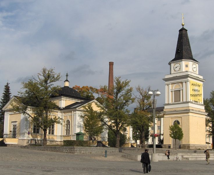 Nowadays known as the Old Church, the first church of Tampere was built in 1824 and consecrated on 11 April 1825. This neoclassical cruciform church was designed by Italian-born Carlo Bassi, the chief of the curatorial office in charge of national building projects. The bell-tower designed by Carl Ludvig Engel was built in 1828-1829 in the place of a manor cellar, at the end of Kauppakatu, and two church bells were placed in the tower.