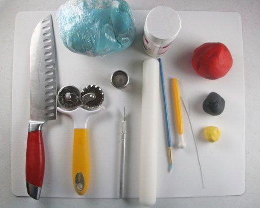 How to make a tractor cake topper • CakeJournal.com