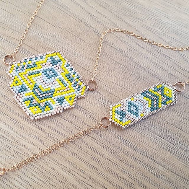 Une parure bracelet-collier en métal cuivré. #jenfiledesperlesetjassume #miyuki #brickstitch #perlesaddict #ethnic #aztec #cestmoiquilaifait #navajo #creativa #peyote #diy #jewelrydesigner #tissageperles #chevron #jewels #instajewelry #instajewels #jewellery #jewerly #jewelinspiration #jewellovers #fashionjewelry #jewelrygram #jewelryaddict #jewelrylover #jewelryporn #photooftheday #picoftheday