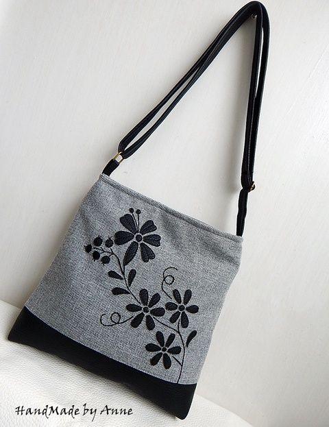 2015/Magyar folklór táskák - Kalocsai - LEFOGLALT Bobita86 kérésére! A fotón látható csatos tárca külön vásárolható meg, a feltüntetett ár csak a táskára vonatkozik. Ismét egy különleges folklór táska. Eredeti kalocsai, magyar népi motívumok mintarészleteit jelenítettem meg a táskán. A mintát textilbőrből gépi applikációval és kézi hímzéssel készítettem. Exkluzív, egyedi táska, melyet szeretettel ajánlok bármely különleges alkalomra, névnapra születésnapra, karácsonyra. Anyaga kívül, f...