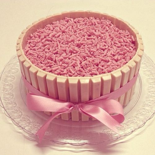 Kit Kat cake rosa! Que liiiiiiindo! *-*                                                                                                                                                      Mais