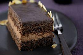 Mit Schokosahne gefüllter Schokoladen-Mandel-Kuchen - Rezeptsuche