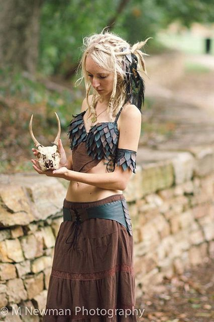 The dragon-scale bra is absolutely amazing. #refinery29 http://www.refinery29.com/2016/09/122141/khaleesi-halloween-costumes-daenerys-targaryen#slide-23