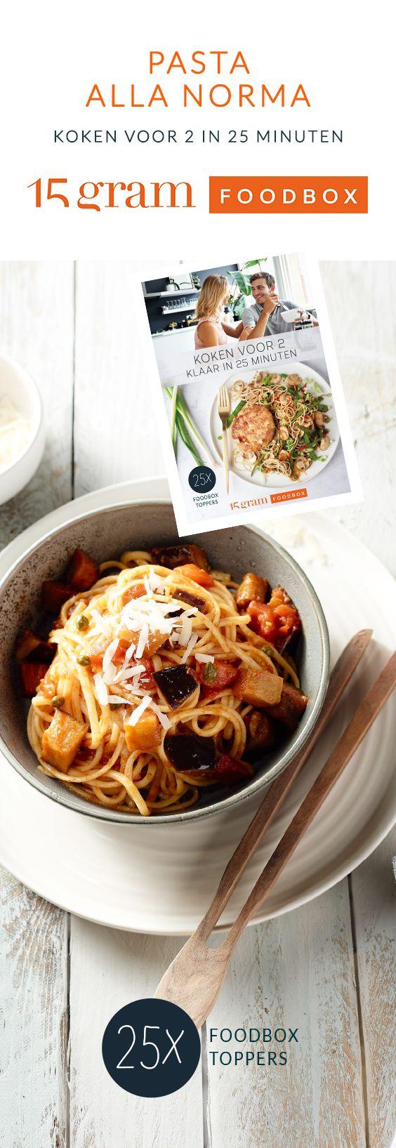 Pasta alla Norma is een heerlijk vegetarisch pastagerecht met linguine en gestoofde aubergine. Snel klaar en bomvol smaak, dit moet je proberen!