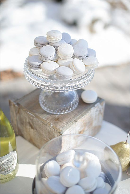 White and silver macaron cookies