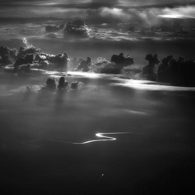 Indonesian photographer Hengki Koentjoro takes photos from the window of a plane | O fotógrafo indonésio Hengki Koentjoro tirou essa foto da janela de um avião